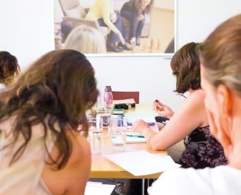 Fotos von Studierenden an der Lehranstalt für systemische Familientherapie Wien