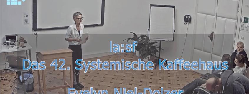 Evelyn Niel-Dolzer bei ihrem Vortrag beim Systemischen Kaffeehaus 42