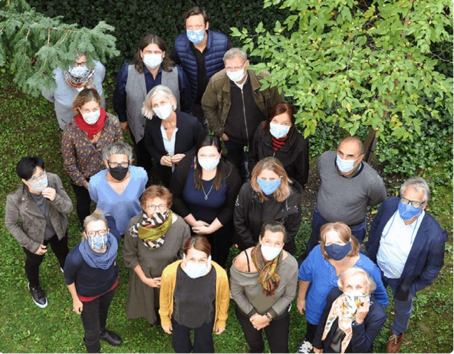 Team mit Masken 2020